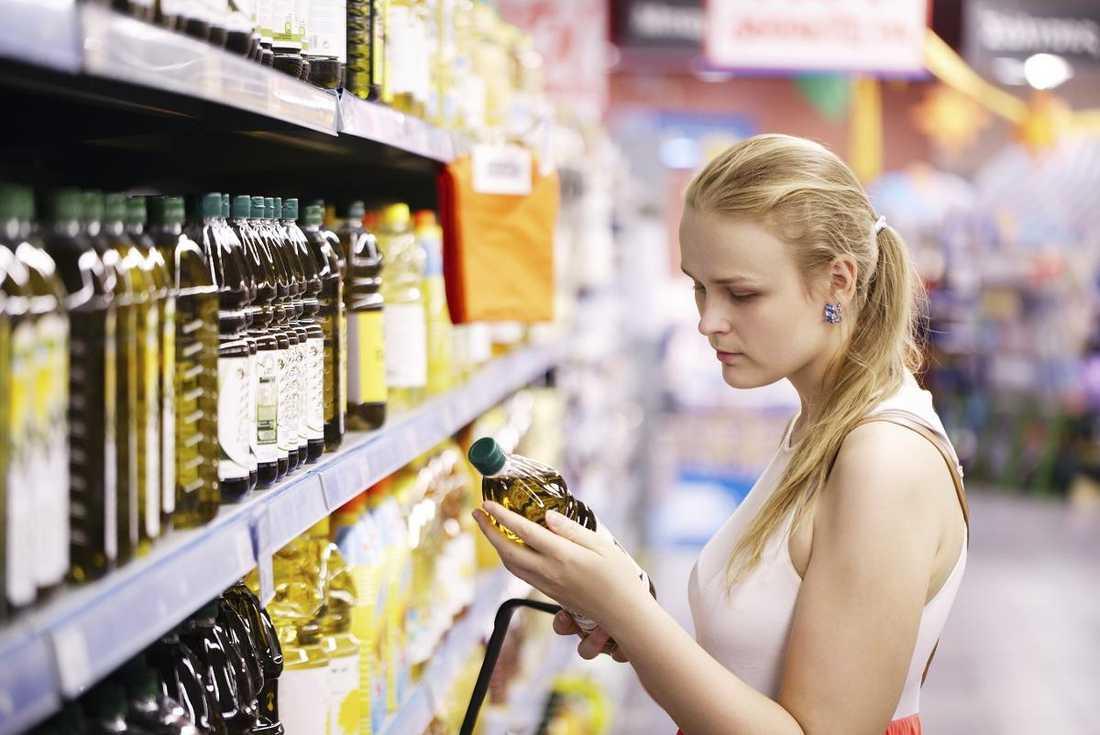 Olivoljehyllorna i våra matbutiker innehåller olja som utger sig för att vara 100 procent italiensk - trots att de är gjorda på oliver från andra länder.