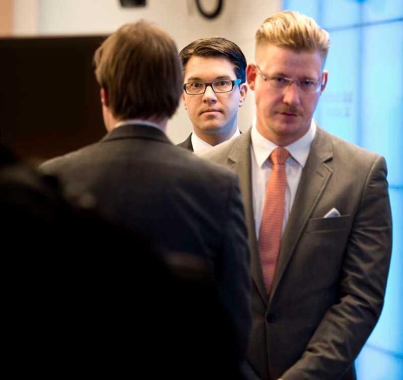 Sverigedemokraternas stabschef, Linus Bylund (till höger).