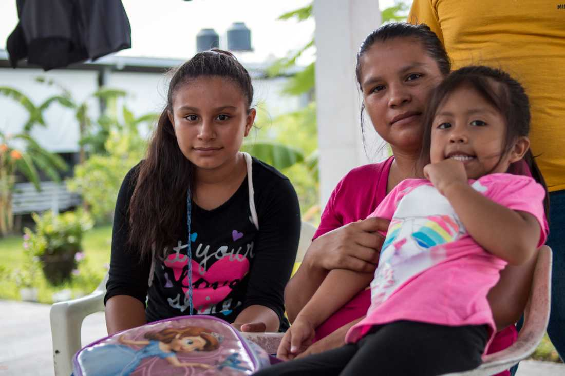 Ana, 32, och Edgar, 29, bestämde sig för att lämna Guatemala för att kunna ge döttrarna Angy, 11, och Ashly, 4, en bättre framtid och säkrare tillvaro. Nu har de väntat i en månad vid Mexikos norra gräns, på att få en tid för att kunna ansöka om asyl i USA.