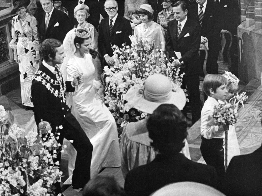 Lisbeth och Olof Palme vid bröllopet mellan Carl XVI Gustaf och Silvia Sommerlath i Storkyrkan i Stockholm.