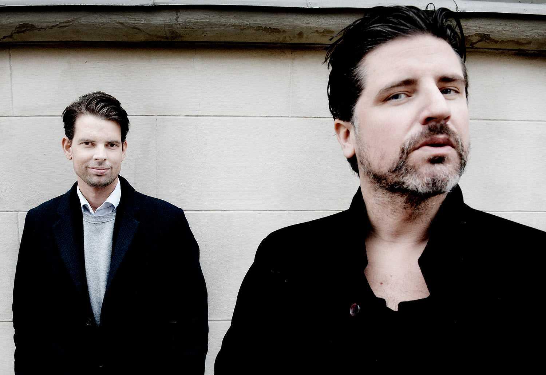 Medieprofilerna  Sigge Eklund (till höger) och Alex Schulman har en podcast med 300000 lyssnare. Foto: Andreas Bardell