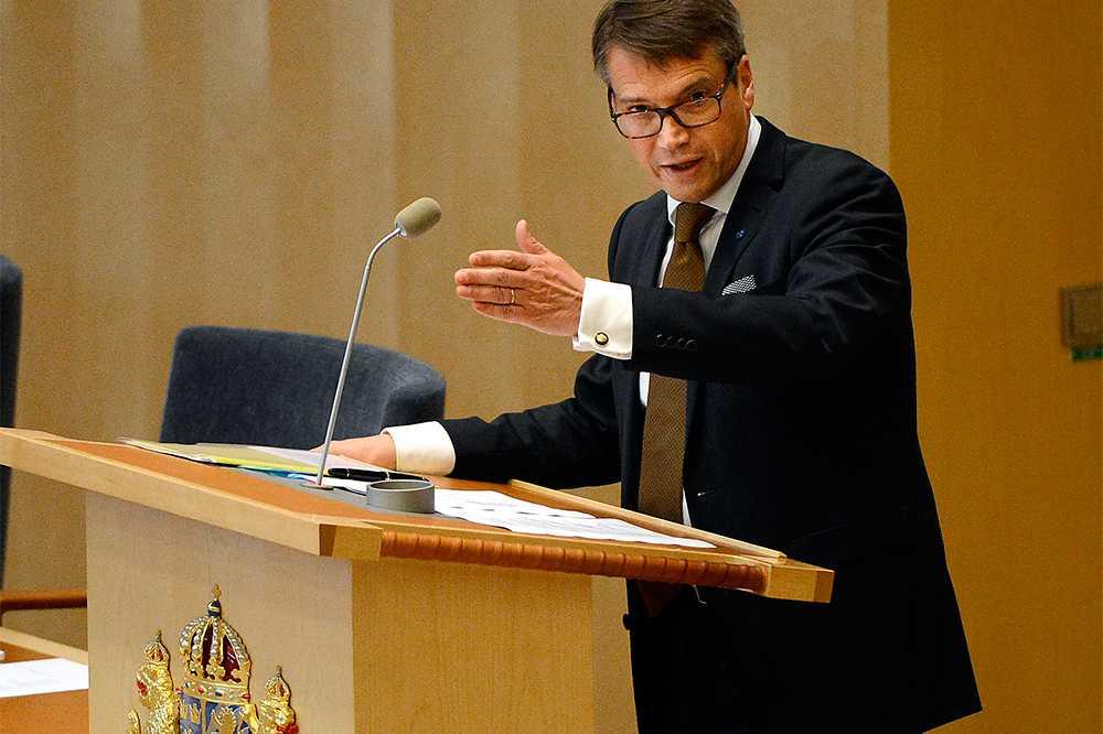 FOKUSERAD Göran Hägglund (KD) tycker att vänsterkanten försvarar kravallerna i Husby. Idag vill han därför prata om etik och moral.