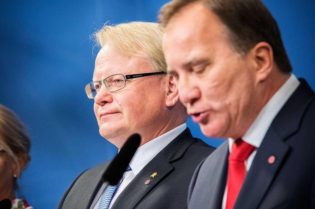 Försvarsminister Peter Hultqvist och statsminister Stefan Löfven.