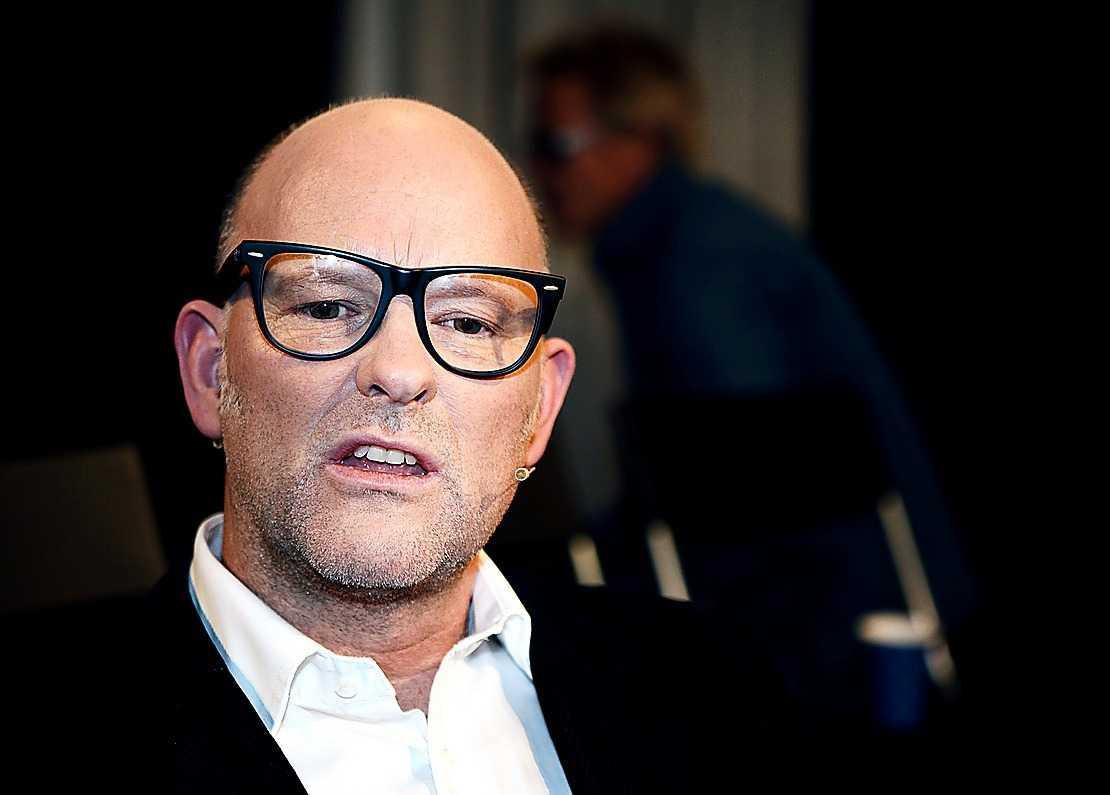 Kungaboksförfattaren Thomas Sjöberg hävdar att kungen ljuger i TT:s intervju.