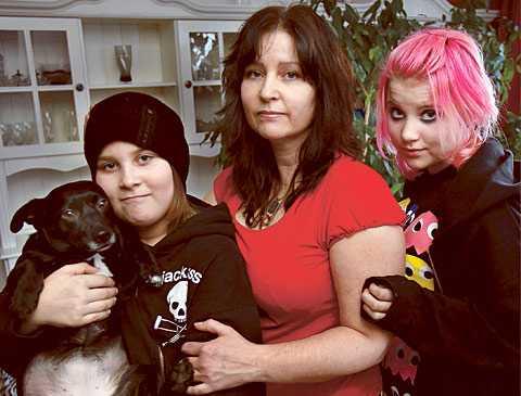 """Tuffare nu än på 80-talet """"Det var tufft att vara ensam mamma på 80-talet, men nu går det inte. Ekonomiskt är det en katastrof"""", säger Catharina Mc Glynn, 43, mamma till Daniel, Denise – och utflyttade Dennis, 26."""