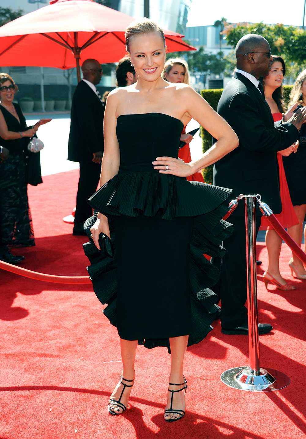 Malin Åkerman Svenska Malin Åkerman gick på Creative Arts Emmy-galan i spännande svart klänning och stram uppsättning – strålande!