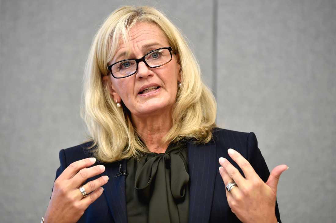 Handelsbanken halverar nästan antalet kontor. Banken har en rätt klar bild av vilka kontor och orter det handlar om, enligt vd Carina Åkerström.
