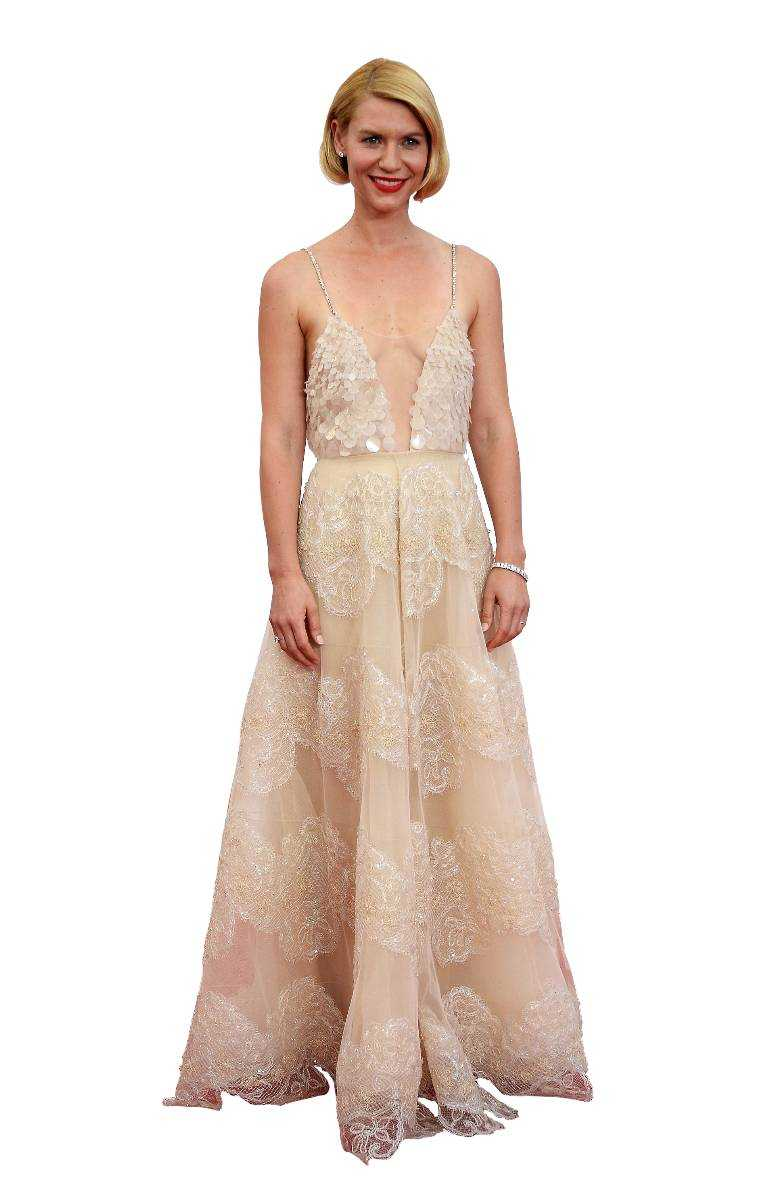 """Claire Danes++ Claire visar upp en ny frisyr (ny trend?) och typ nästan allt annat också...tror man först men klänningen från Armani privé döljer faktiskt mer än den visar när man kikar närmre. Det här riktigt andas """"The great Gatsby"""" och även om jag älskar 20-talet så vet jag inte om den här färgtonen är så bra för Danes bleka hy?"""