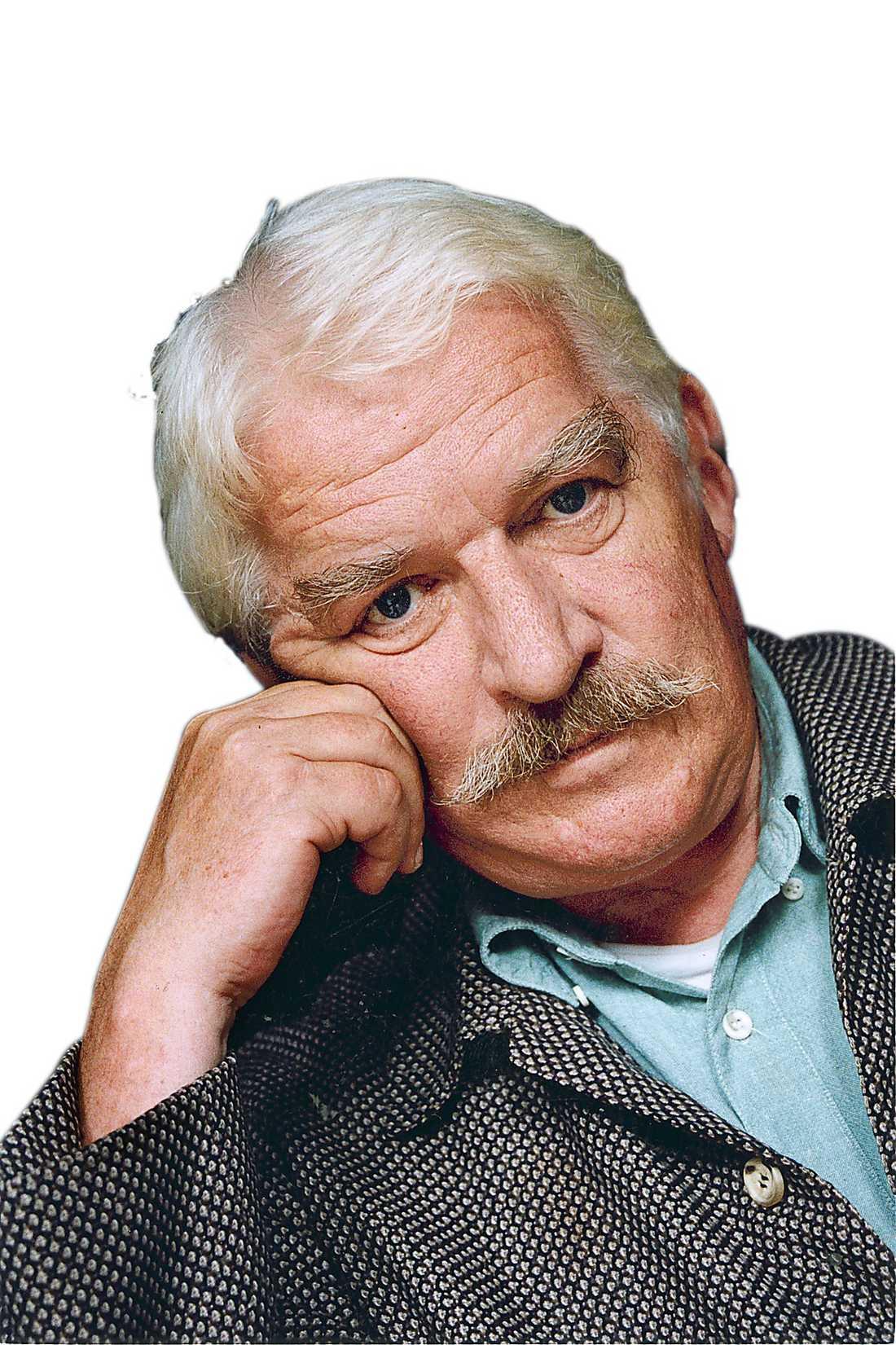 Hans Alfredson, född i Malmö 1931. Regissör, skådespelare, radiomakare, revyartist, författare, Skansenchef och mosebask. I dag fyller han 80 år.