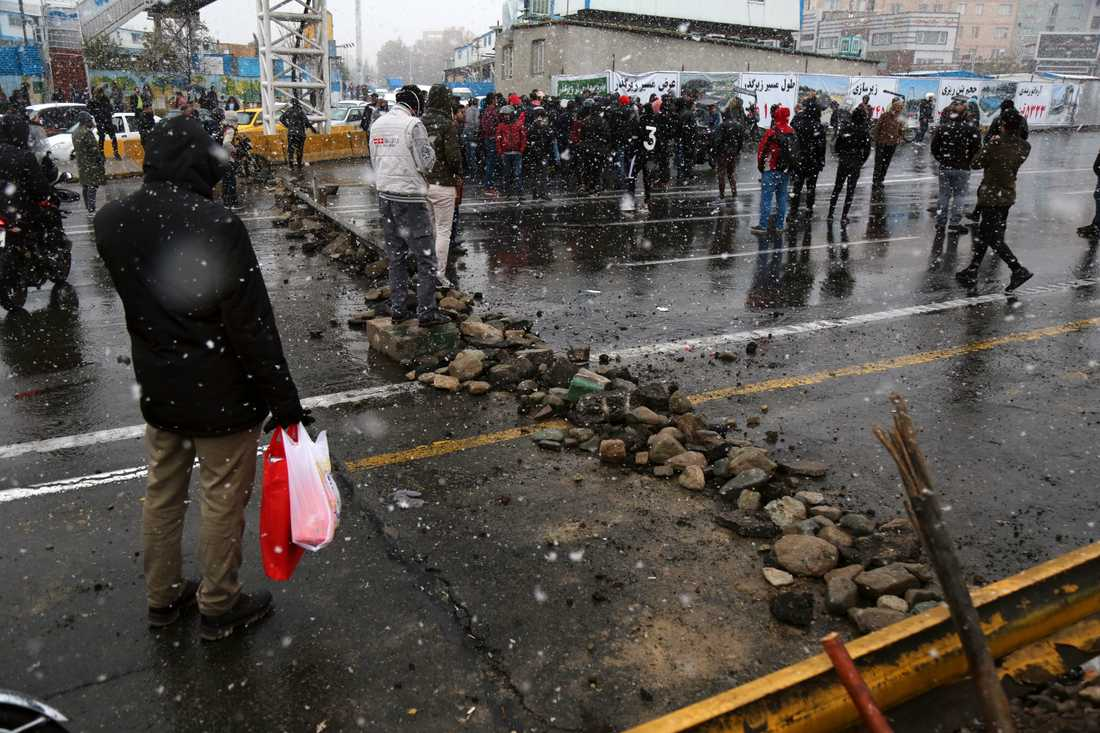 En väg som blockerats av demonstrerande under helgen. Arkivbild.
