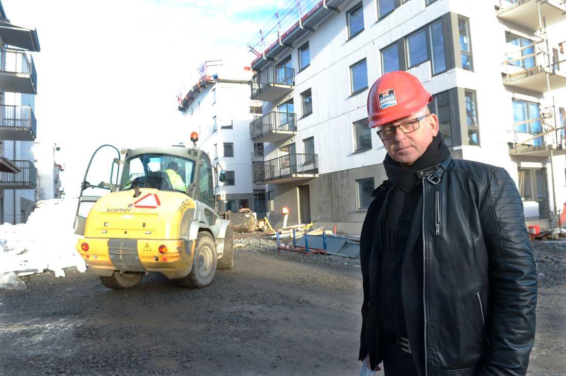 Byggnads ordförande Johan Lindholm vill ha hårdare krav vid uppförande av byggnadsställningar. Arkivbild.