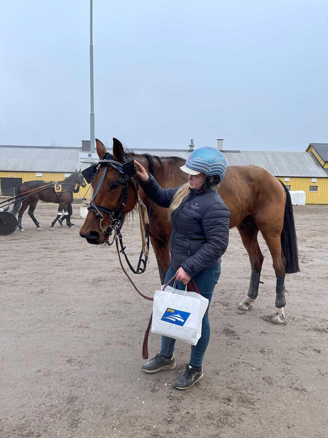 Tuva Göransson och Dynamite Light efter senaste segern.
