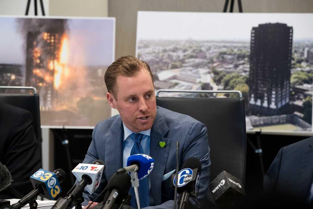 Advokat Jeffrey Goodman under en presskonferens i Philadelphia i USA, där stämningsansökan lämnats in.