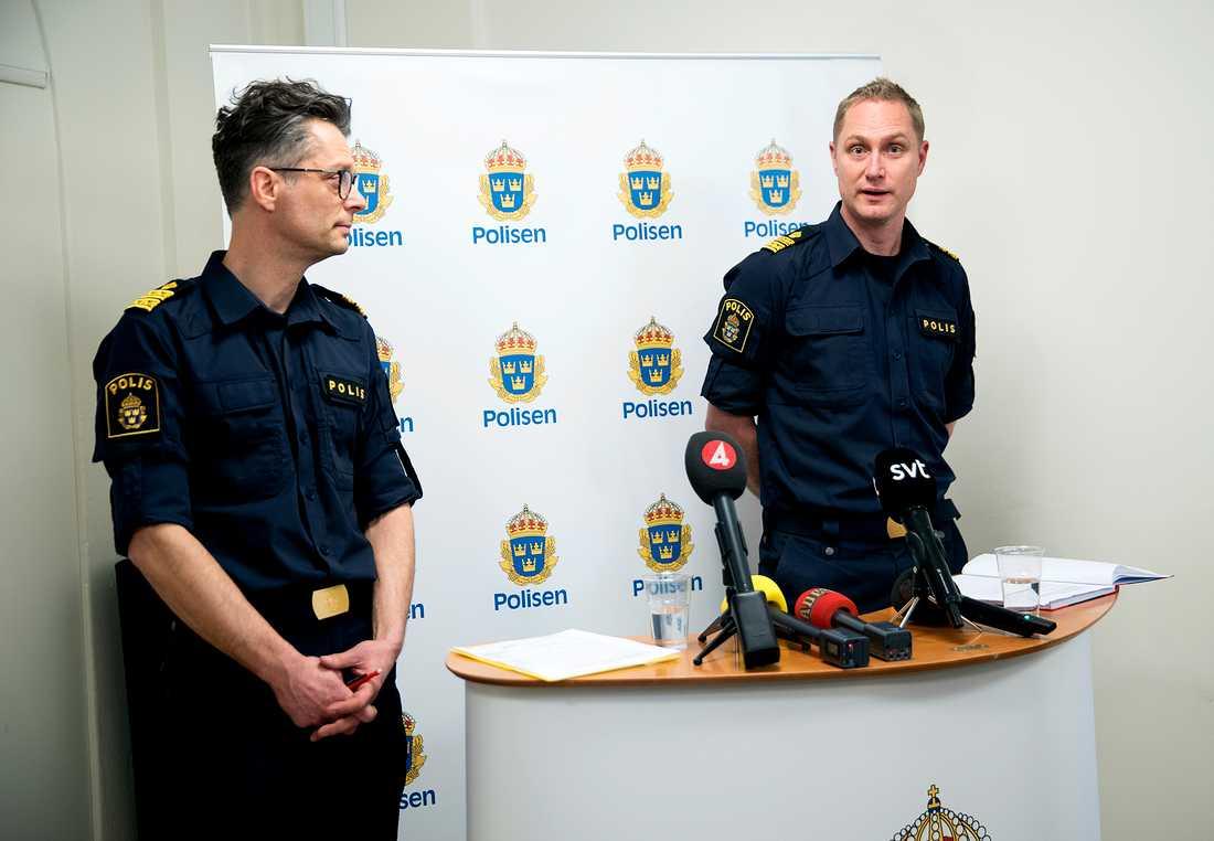 Presskonferens med polisen angående upploppet i Rinkeby. Kommenderingschef Jan Evensson och Polisområdeschefen i Rinkeby, Niklas Andersson.