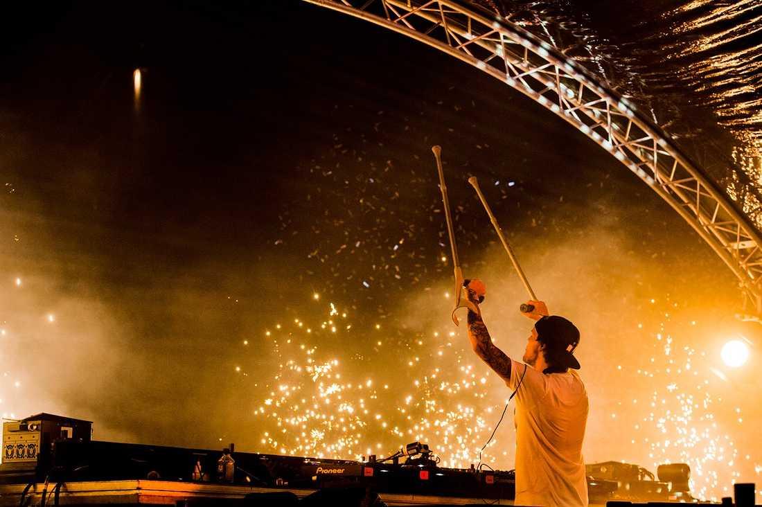 Avicii under spelningen på Summerburst i Göteborg 2015.