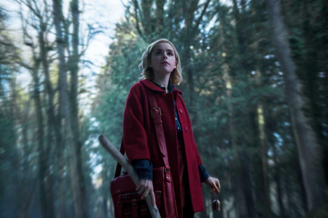 """Kiernan Shipka som Sabrina Spellman i nya """"Chilling adventures of Sabrina""""."""