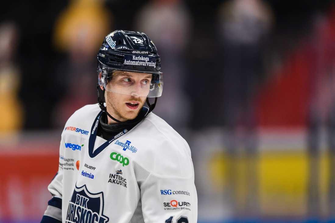 Karlskogas Gustaf Thorell tacklades in i sargen och befarar ha fått en hjärnskakning.
