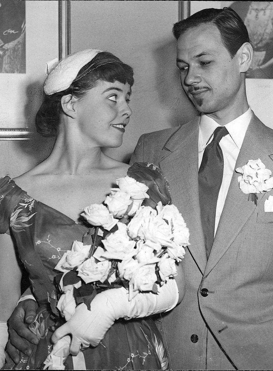 Lennart Hellsing gifte sig med Yvonne Lombard på svenska ambassaden i Paris.