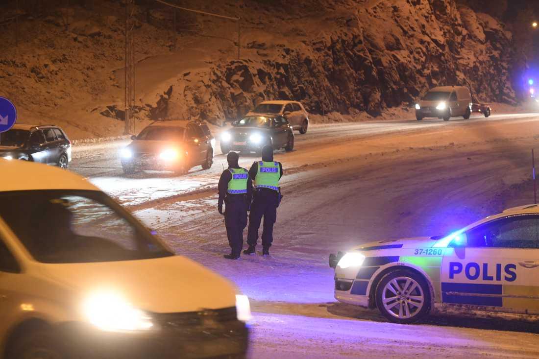 """SMHI: """"Lämna bilen hemma och ni inte bytt till vinterdäck."""""""