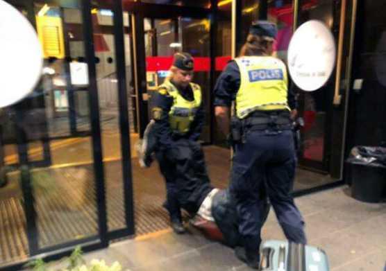 Turisterna avvisades från ett hostel i Stockholm