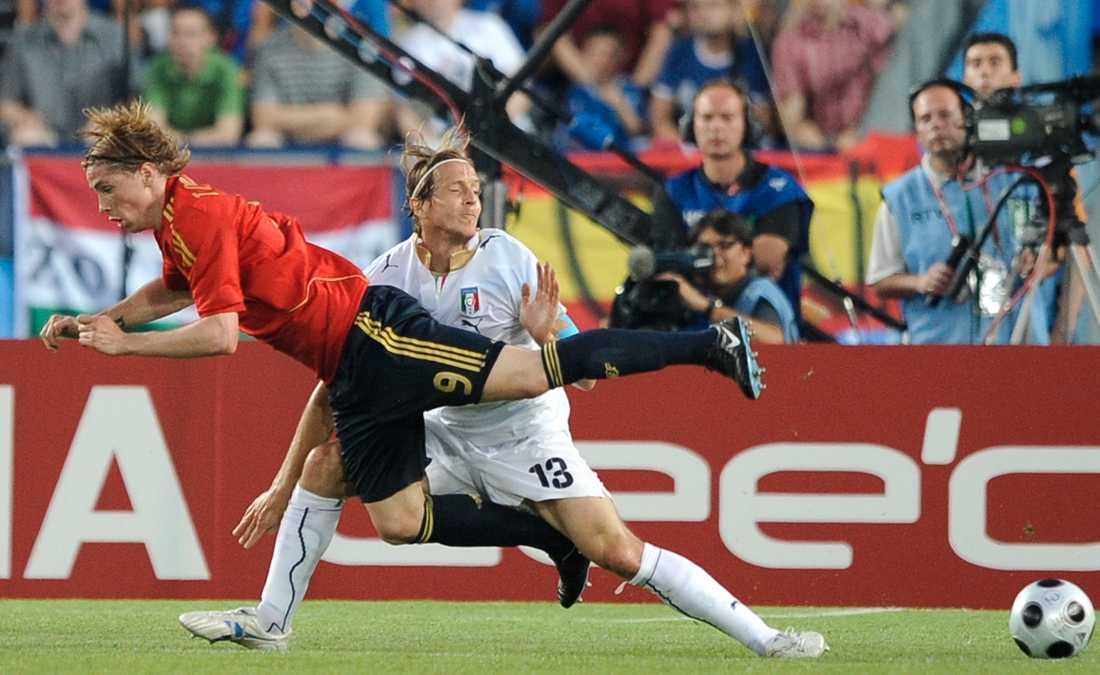 Torres flyger förbi Ambrosini.
