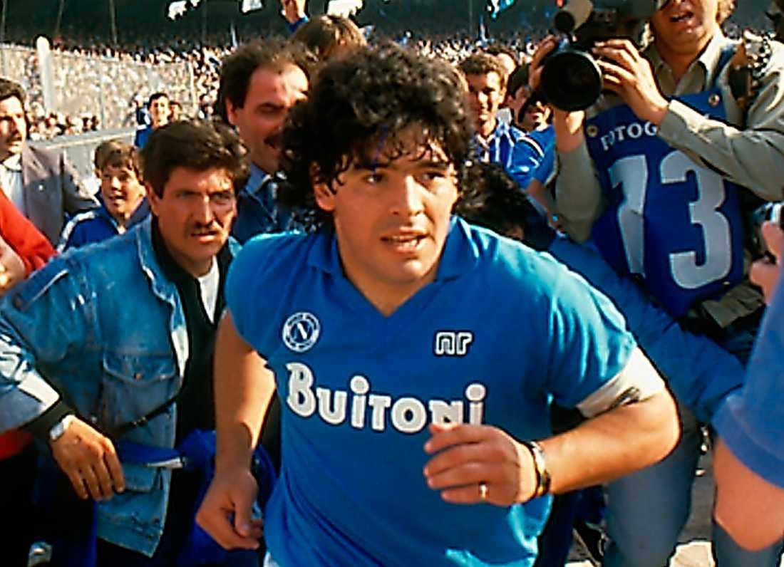 33786bf8 Fotbollsmagi, klass och korruption i filmen om Diego Maradona ...