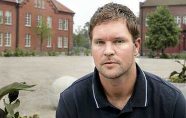 smärre mirakel Magnus Jernemyr är förbundskaptenen Ingemar Linnélls nya högertvåa i försvaret. Det utvecklingen trodde inte Magnusm på 1998 när en whiplashskada konstaterades. I morgon ska han stoppa Polen.