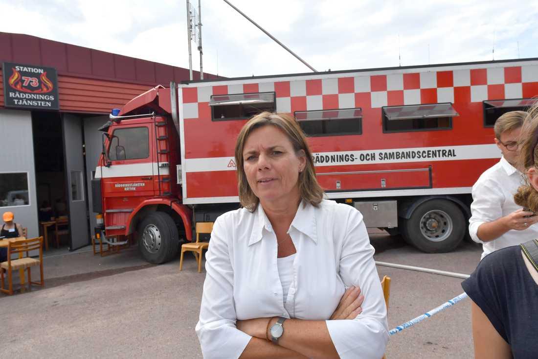 Vice statsminister Isabella Lövin besökte Älvdalens skjutfält med anledning av torkan och bränderna i området.