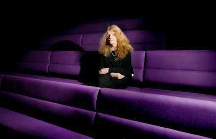 - Den här utmaningen känns rolig. Och framför allt väldigt viktig, säger Kristina Lugn om att ha blivit en av de aderton i den Svenska Akademien.