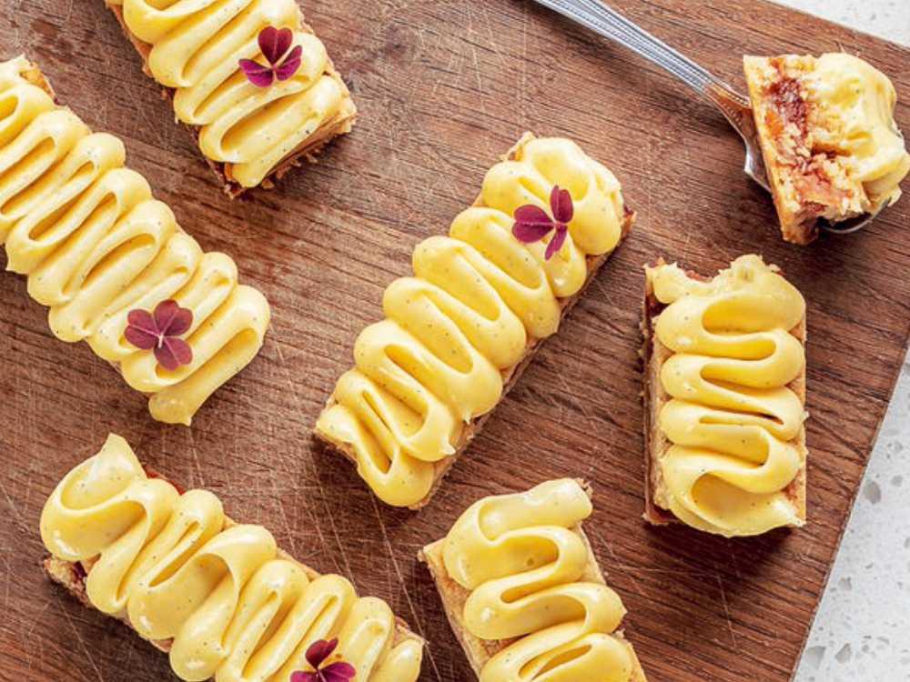 Äppelbakelser med vaniljkräm