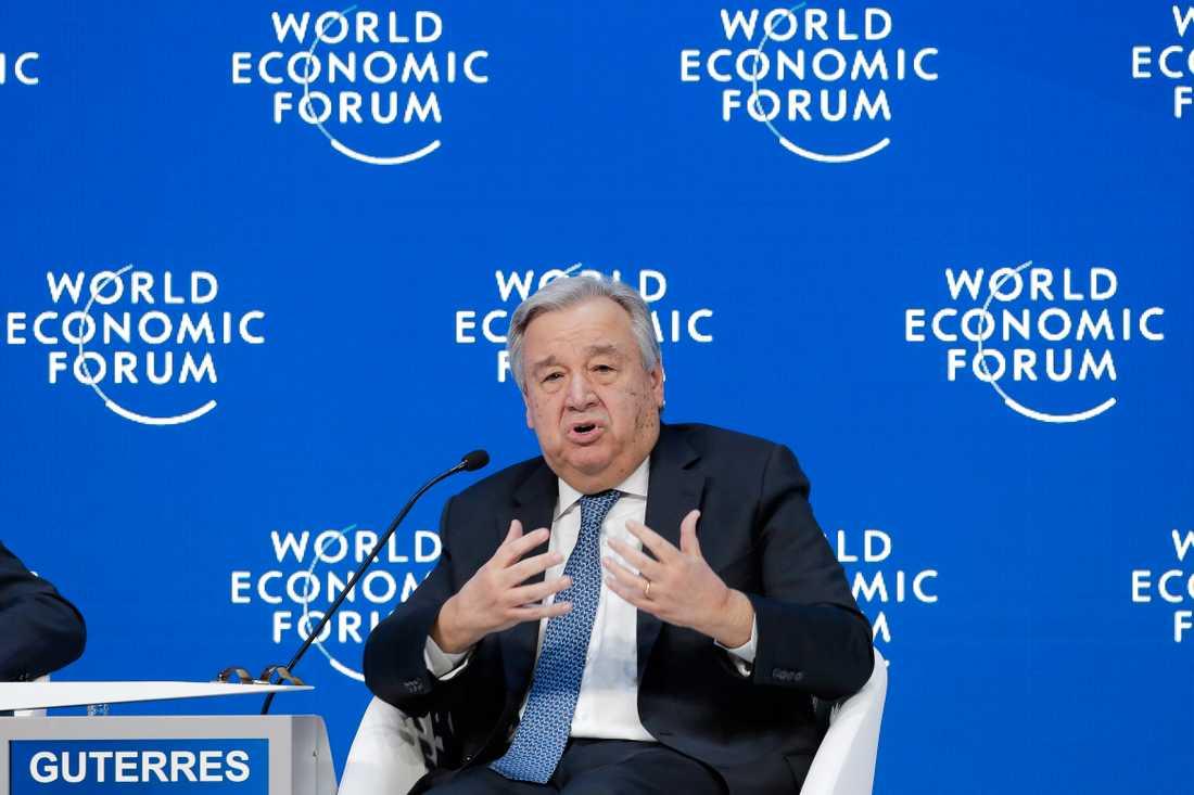 """FN:s generalsekreterare António Guterres manar till """"maximal återhållsamhet""""."""