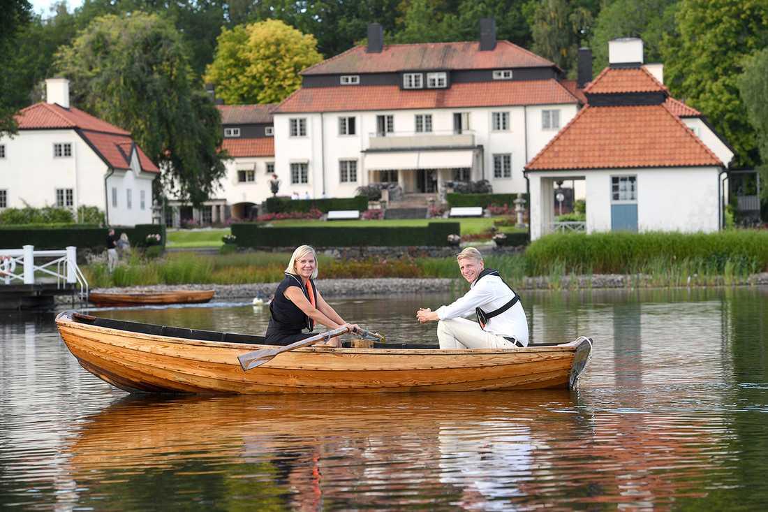Magdalena Andersson och Per Bolund i den kända ekan Harpsund.