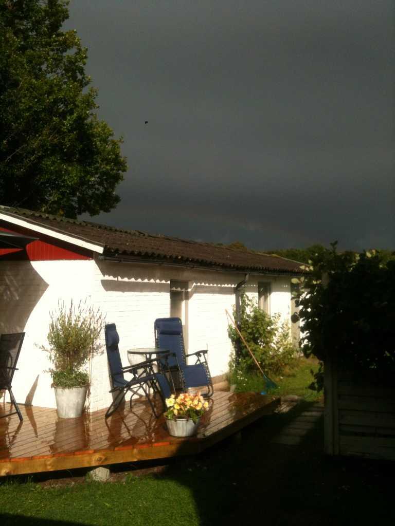Riktiga åskmoln och sol, och såklart fina regnbågen! En svensk sommar helt enkelt.