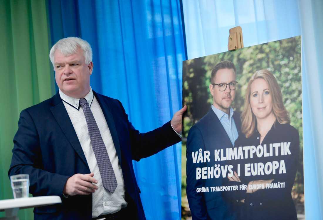 Centerpartiet partisekreterare Michael Arthursson presenterar valkampanj inför EU-valet under en pressträff i Stockholm.
