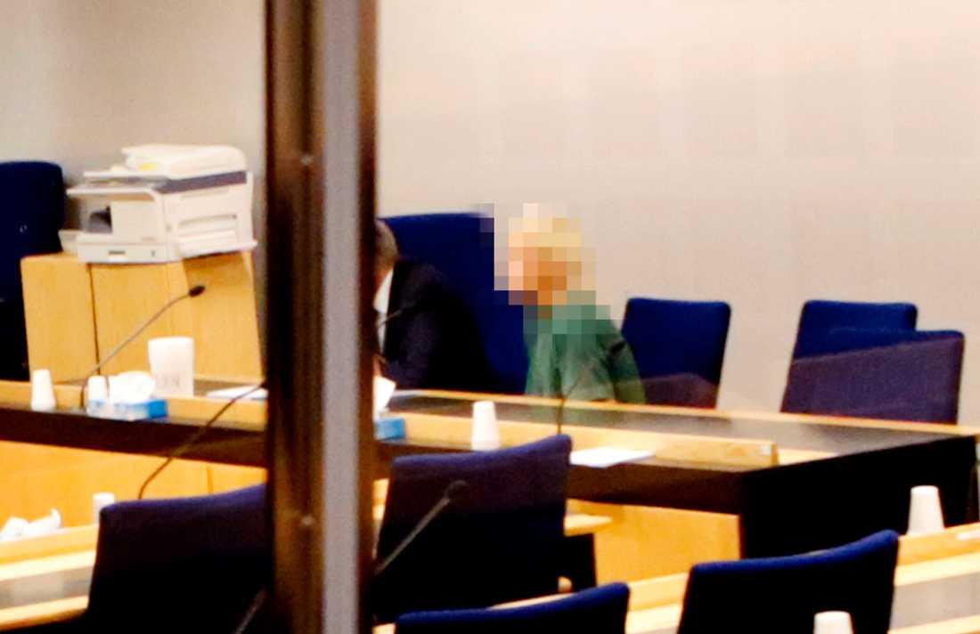 En 39-årig kvinna har dömts efter att ha stulit ett barn i en barnvagn. Bild från häktningsförhandlingen.