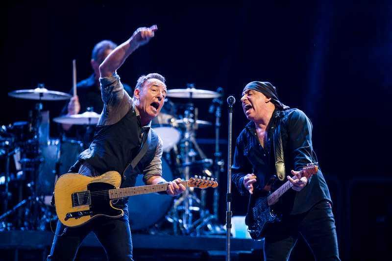 "Det blir arenaepiskt när Springsteen och Little Steven släpper loss i ""The promised land""."