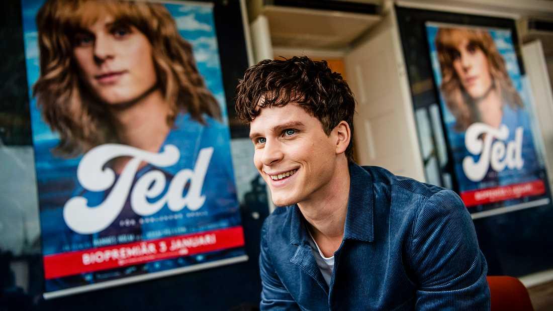 Adam Pålsson spelar Ted Gärdestad.