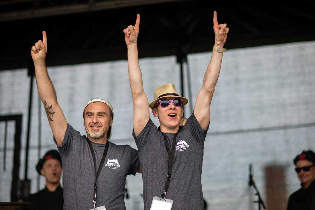 Italiensk glädje Andrea Carutti och Claudio Nani i italienska laget Grill different team jublade efter segern i första deltävlingen.
