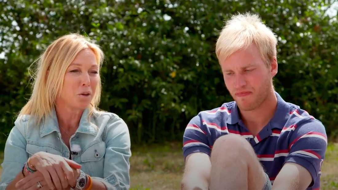 Programledaren Linda Lindorff med tv-bonden Simon Ohlsson.