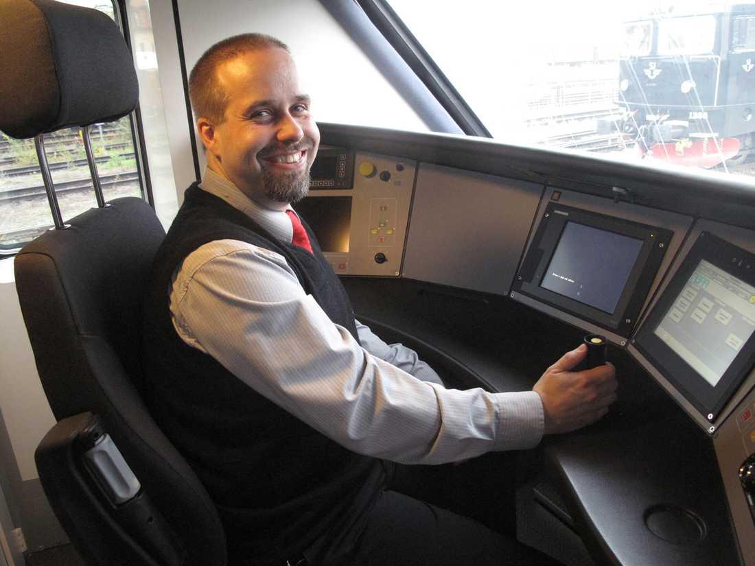 –SJ3000 accelererar mycket snabbare än X2000, säger lokföraren Roger Eriksson.