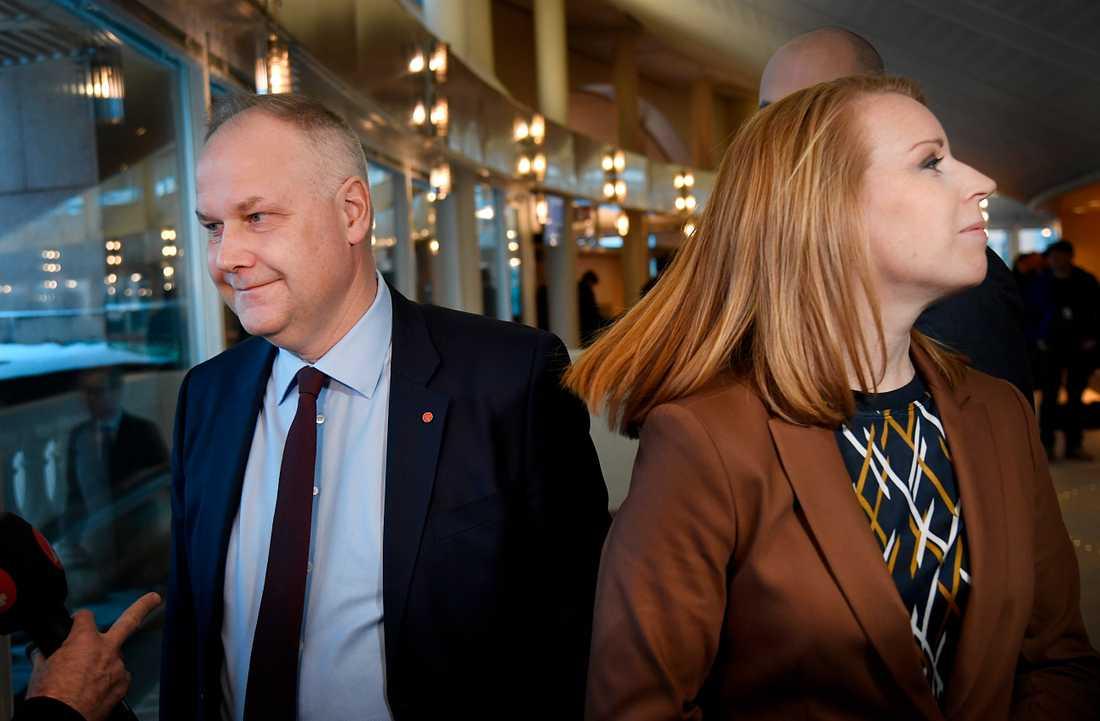 Jonas Sjöstedt (V) och Annie Lööf (C) i riksdagen.