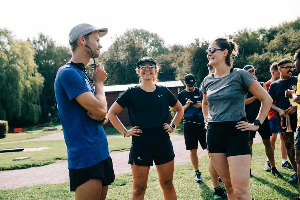 På tisdagar anordnas en social tisdagsrunda. Det är ett bra tillfälle att lära känna andra lokala löpare.
