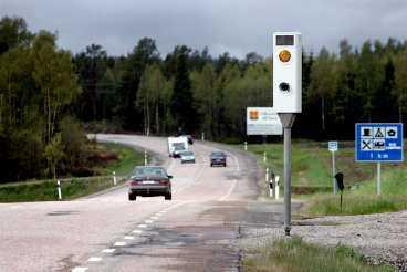 lösning på väg På vägarna från Härnösand, både norrut och söderut, finns hastighetskameror. Polisen granskar nu de senaste dagarnas bilder för att förhoppningsvis få se de misstänkta mördarnas bil.