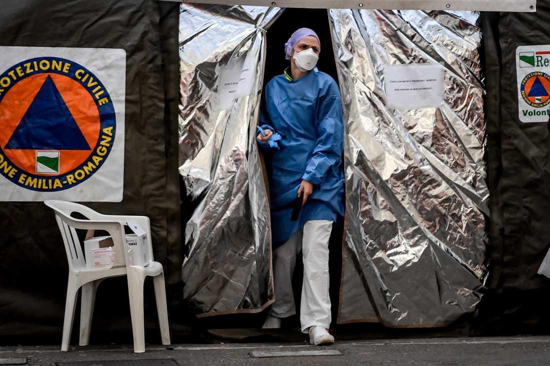 Tält för coronatest i Italien.