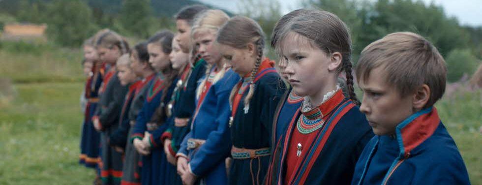 Filmen Sameblod är inte bara en stark berättelse, utan en påminnelse om att Sverige inte har gjort upp med sin koloniala historia.