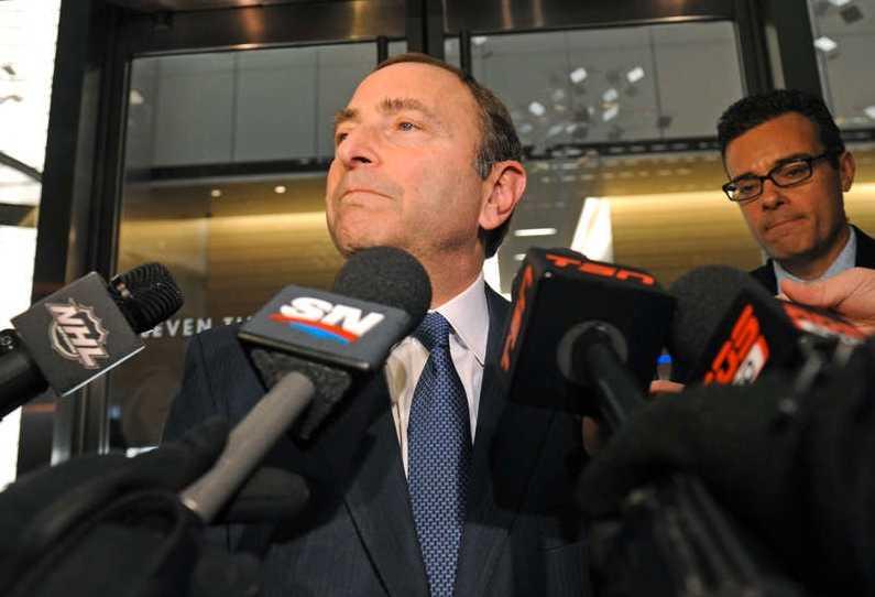 Gary Bettman var förtegen när han mötte reportrar efter fredagens förhandlingar.