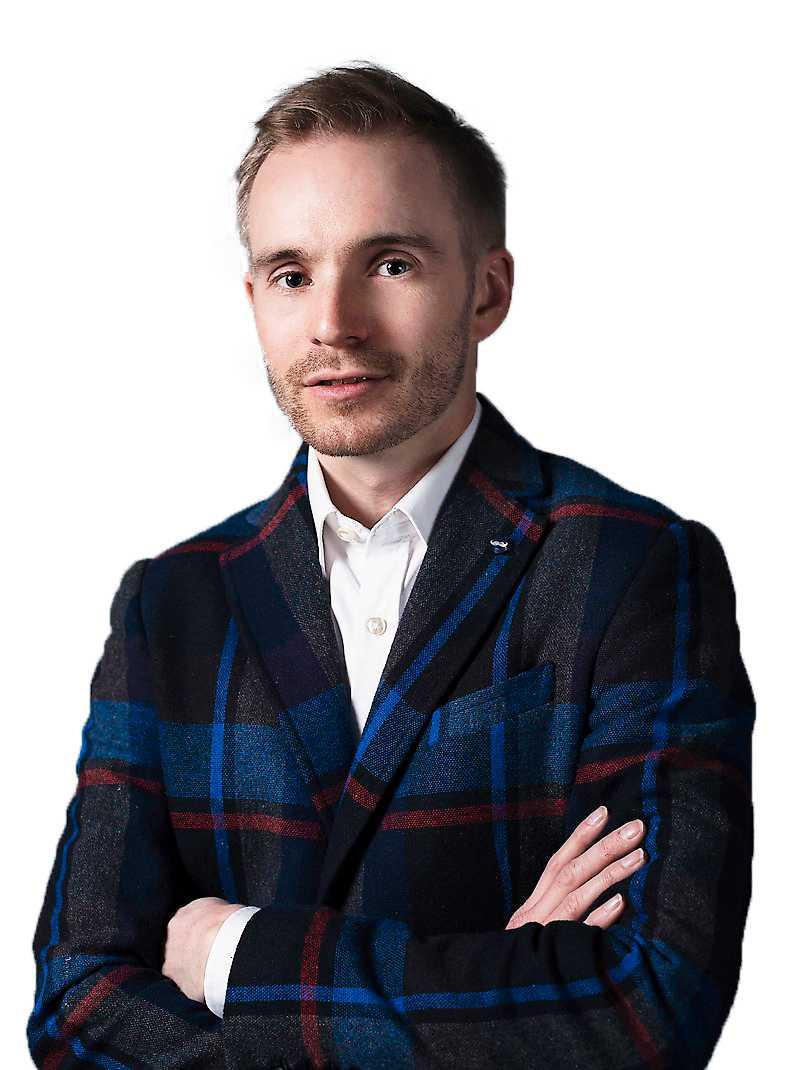 Alfred Ruth är född 1982 i Luleå. Han har arbetat som journalist och grundade IT-bolaget Videoplaza.