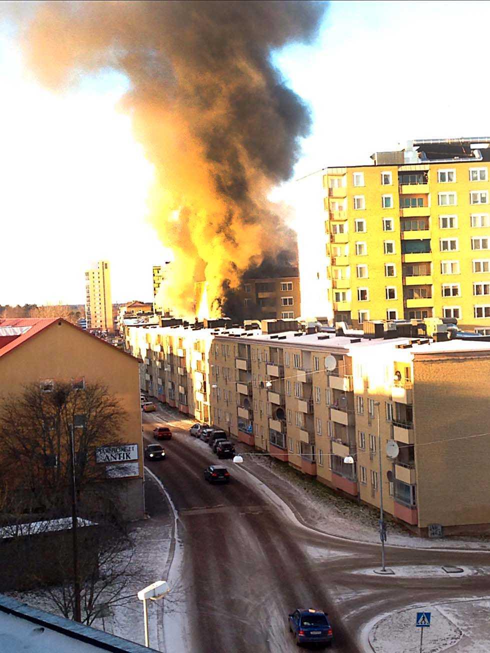 Tjock rökpelare i Eskilstuna.