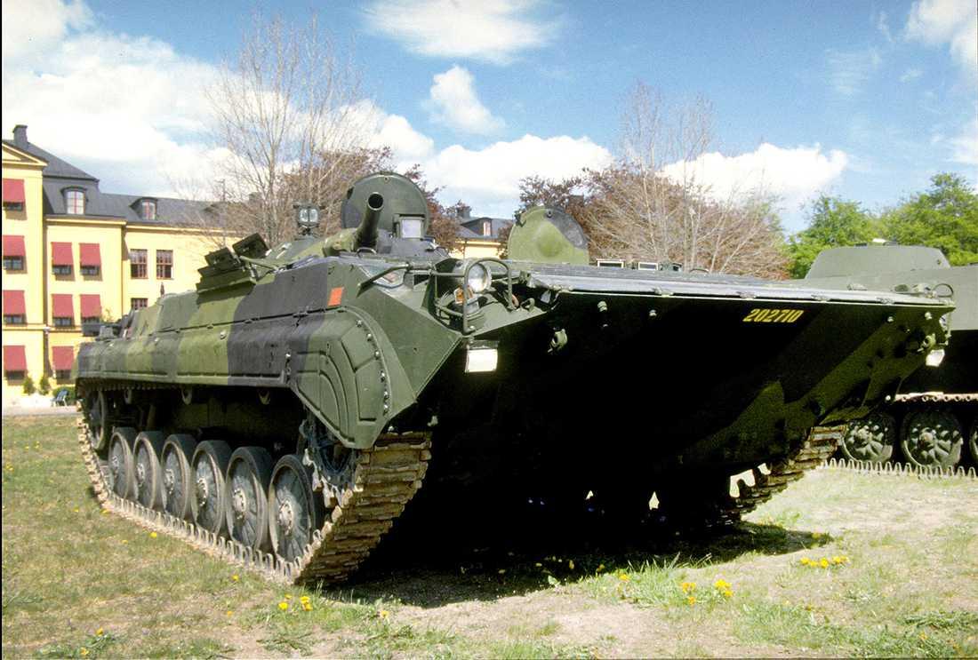 Pansarbandvagn 501 BMP har en stridsvikt på 13 ton och maxhastighet på ca 70 km/h. Aktionssträckan är ca 500 km. Pbv 501 har bra simförmåga och är beväpnad med 73 mm lågtryckskanon, Ksp 95,