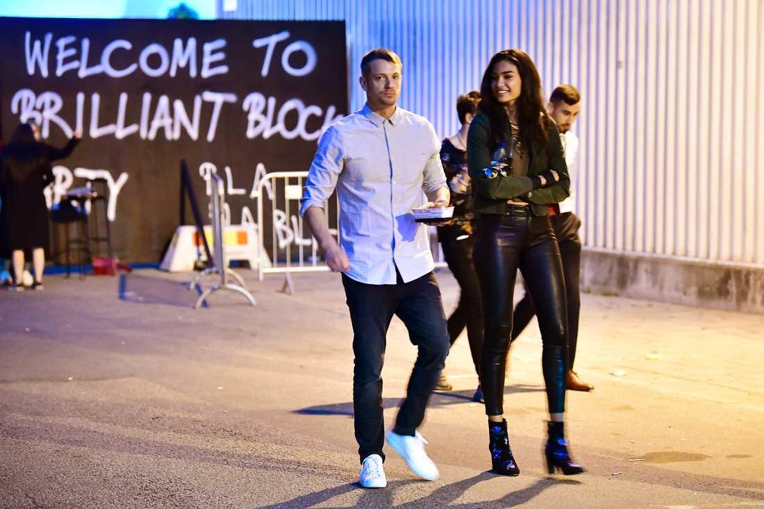 Joel Kinnaman med supermodellen Kelly Gale, 23. Tidigare har det ryktats om de är ett par.